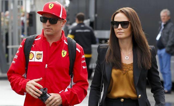 Kimi ja Minttu Räikkönen nähdään yhdessä formulavarikolla vielä kahden vuoden ajan.