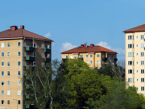 Eri-ikäisten asuntokunnista yhteensä yli 40 prosenttia on yhden hengen talouksia, kertoo tuore selvitys.