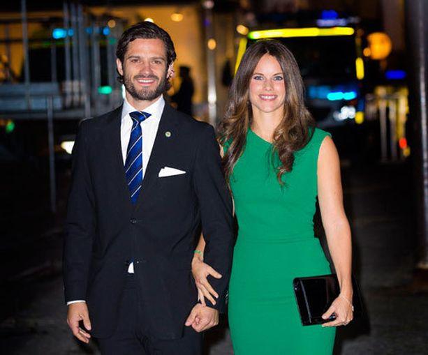 Prinssi Carl Philip ja Sofia Hellqvist ovat Ruotsin hovin uusin edustuspari.