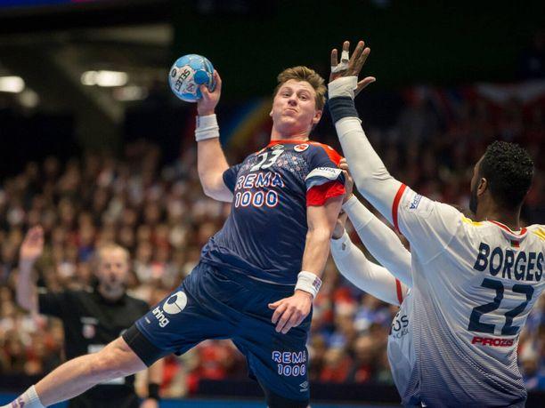 Gøran Johannessen (vas.) on yksi niistä Norjan pelaajista, joka on käyttänyt mustia kompressioshortseja pelishortsien alla.
