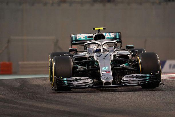 Valtteri Bottas pääsi Abu Dhabissa ohittelun makuun startattuaan kilpailuun viimeisestä lähtöruudusta.
