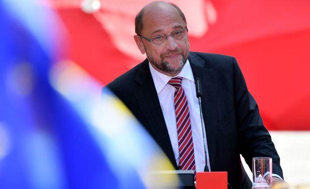 Saksan sosiaalidemokraattisen puolueen johtaja Martin Schulz puhui kannattajille kampanjan päätöstilaisuudessa Aachenissa lauantaina.