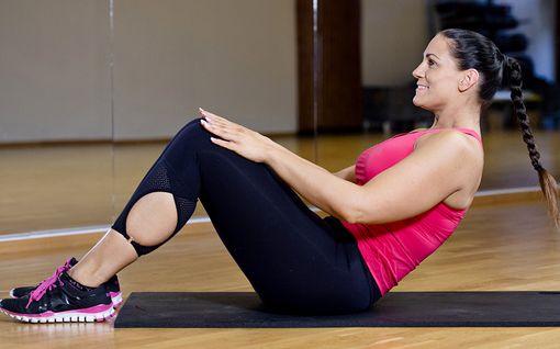 Vain 5 liikettä ja 20 minuuttia - 60 kiloa laihtuneen Lotan treeni muokkaa vartaloa oikeasti