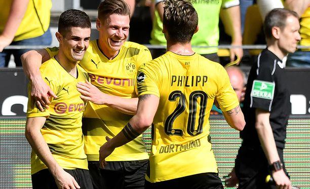 Tässä juhlitaan Christian Pulisicin erikoista 1-0-maalia.