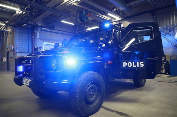 Järeä panssariajoneuvo mahdollistaa poliisin väliintulon esimerkiksi aseellisessa yhteenotossa. Auto painaa yli viisi tonnia.