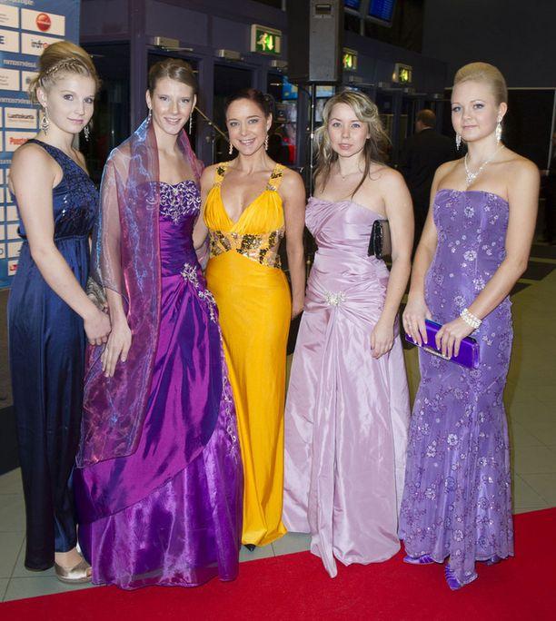 Olarin naisvoimistelijoidet Fotonit olivat vuoden 2010 naisten maailmanmestareita joukkuevoimistelussa.