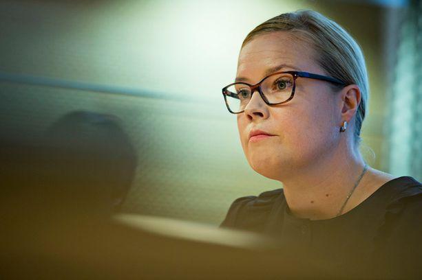 Laura Räty nousi Helsingin apulaiskaupunginjohtajan pallilta sosiaali- ja terveysministeriksi.