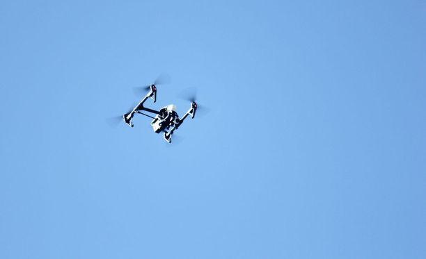 Dronen lennättäjän tulisi Suomen Lentäjäliiton toiveen mukaan muistaa vastuu. Kuvituskuva.