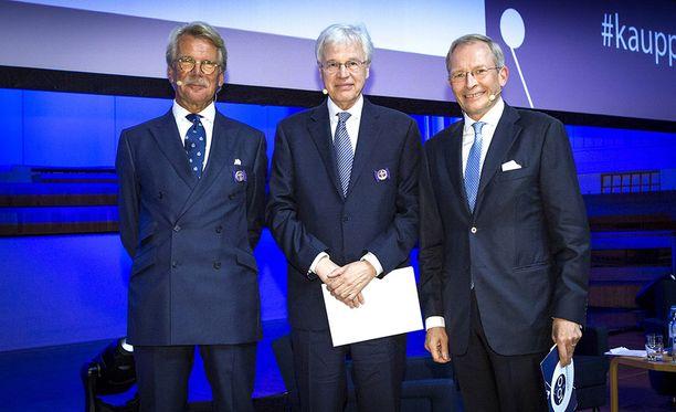 Keskuskauppakamari palkitsi Bengt Holmströmin ja Björn Wahlroosin rautaisilla ansiomerkeillä ratastunnuksella 100-vuotisjuhlassaan torstaina.