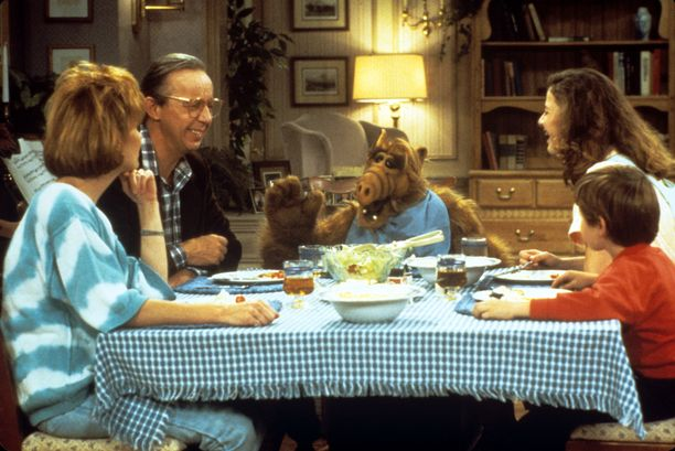 Sarjan pääosassa oli Tannerin perhe. Vasemmalta äitiä näytellyt Anne Schedeen, isä esittänty Max Wright, ja perheen lapset Andrea Elson ja Benji Gregory.