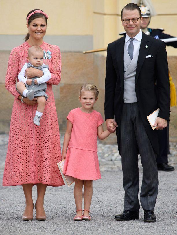 Victoria, Oscar, Estelle ja Daniel prinssi Alexanderin kastetilaisuudessa.