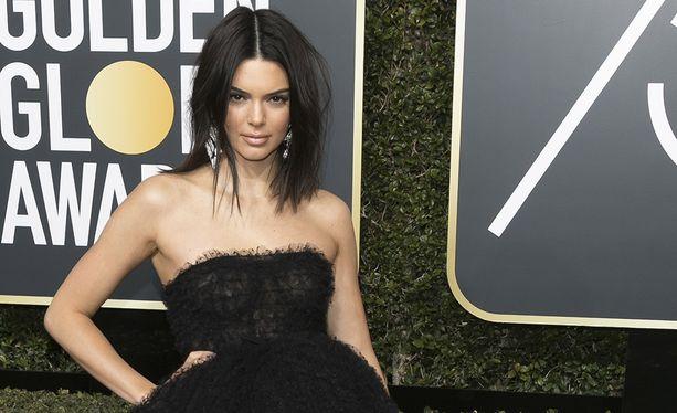 Kendall Jenner säväytti Golden Globen punaisella matolla.