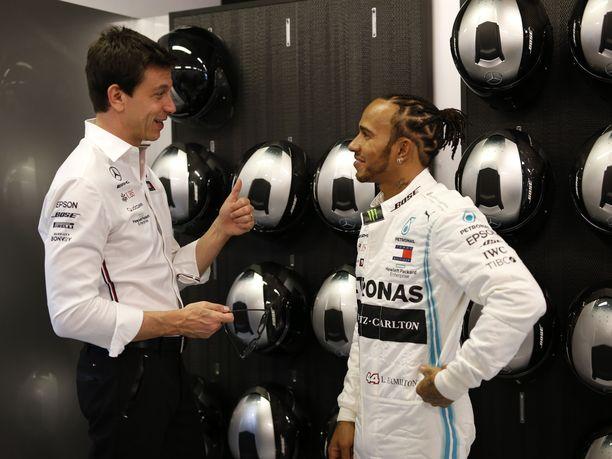 Toto Wolff ja Lewis Hamilton ovat tehneet menestyksekästä yhteistyötä Mercedeksellä.