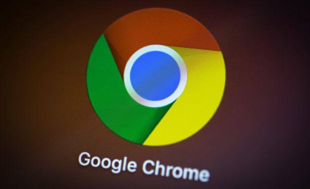 Google ohjeistaa päivittämään Chrome-selaimen.