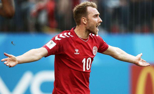 Christian Eriksen johtaa Tanskan Walesin kimppuun Aarhusissa.