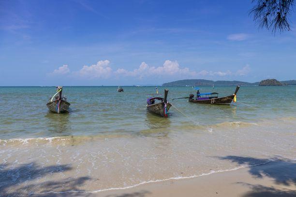 Ao Nangin lomakylä on yksi Krabin alueen vilkkaimmista turistikeskuksista. Viranomaiset pelkäävät kulkukoiraongelman vaikuttavan alueen suosioon.