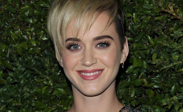 Katy Perry juhli Chanelin tilaisuudessa.