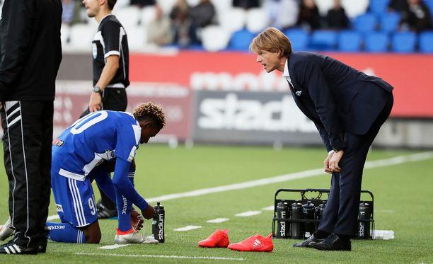 HJK:n päävalmentaja Mika Lehkosuo odottaa tietoja Nnamdi Oduamadin loukkaantumisesta.