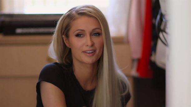 Paris Hilton haluaa paljastaa dokumentissaan todellisen bisnesnaisen seurapiirijulkkishahmon takana.