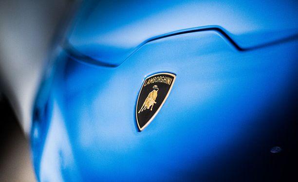Kuinka paljon ohiajavassa Lamborghinissa on tehoa? Trafin uusi verkkopalvelu kertoo
