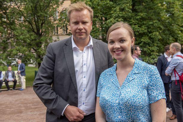 Antti Kaikkonen ja Katri Kulmuni kisaavat keskustan puheenjohtajuudesta.