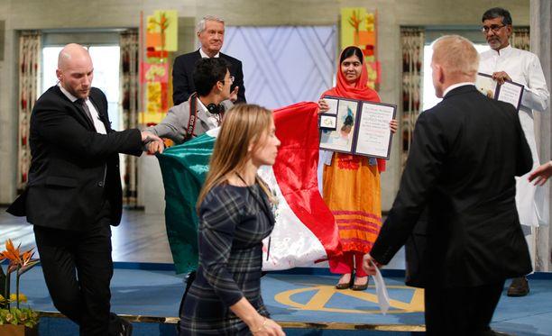 Häirikkö pääsi aivan Malala Yousafzain läheisyyteen ennen kuin hänet poistettiin tilasta.