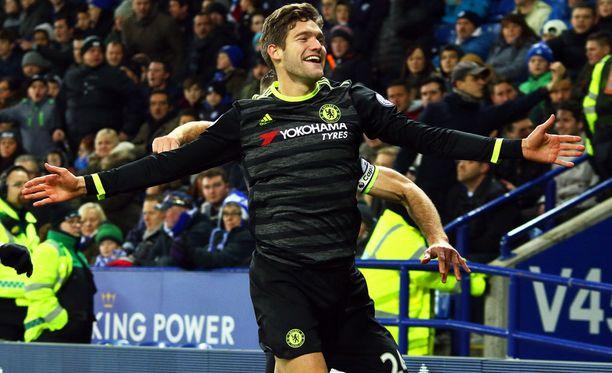 Chelsean Marcos Alonso upotti Leicesterin kahdella maalillaan.