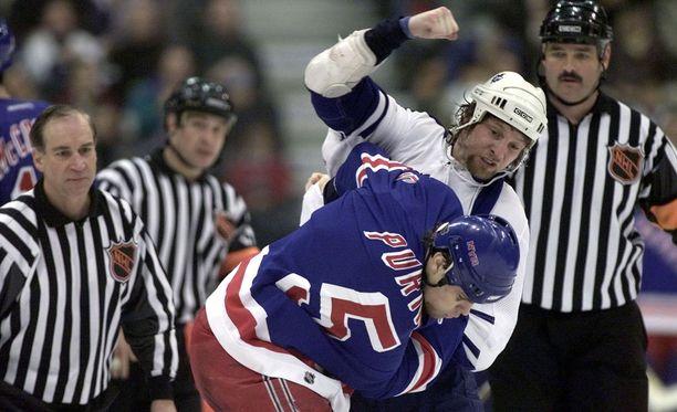 Dale Purinton tuli NHL:ssä tunnetuksi tappelijana.