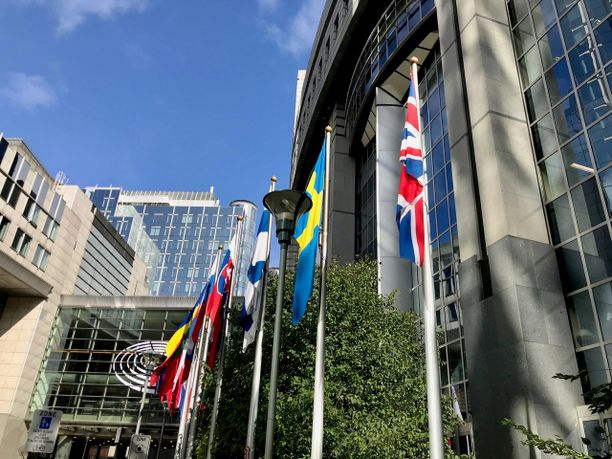 Euroopan unioni on vihdoin ryhtynyt hakemaan keinoja oikeusvaltioperiaatteita loukkaavien EU-maiden todelliseen painostamiseen.