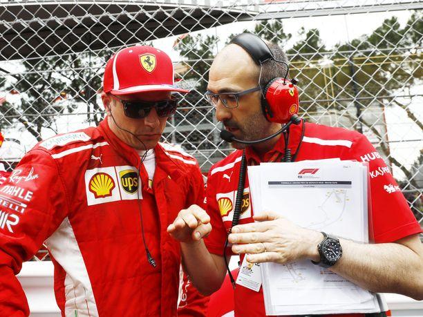 Kimi Räikkösen kahdeksan vuotta kestänyt ura Ferrarilla on tuottanut vain yhdeksän osakilpailuvoittoa – ja sen yhden maailmanmestaruuden. Odotuksiin nähden vaisujen tulosten lisäksi suomalaiskuljettaja on kuitenkin pystynyt tarjoamaan Carlo Santille (oikealla) ja muille Ferrari-insinööreille kullanarvoista teknistä tietoa.