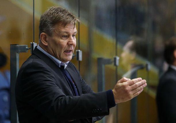 Raimo Summanen toimii apuvalmentajana HMk Zvolenissa, joka johtaa Slovakian liigaa.