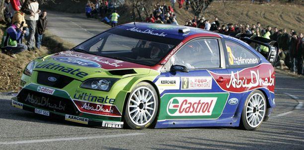 Mikko Hirvonen kaasuttelee kolmantena Monte Carlossa.