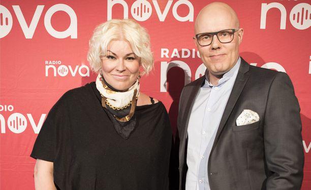 Minna Kuukka ja Aki Linnanahde on Radio Novan tunnettu juontajakaksikko.