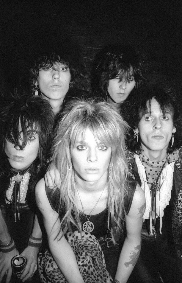 Hanoi Rocksin näyttelyssä keksitytään bändin taipaleeseen vuosina 1982-84.