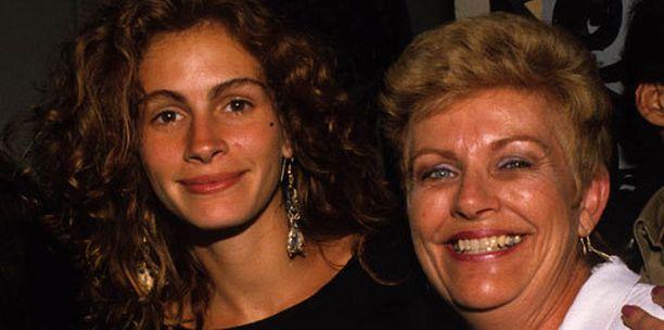 Julia Roberts ja äiti Betty Lou 1990-luvulla.