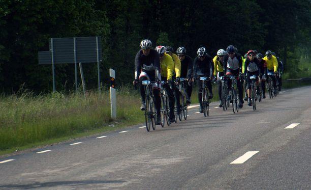 Suomessa loukkaantuu vuosittain noin 700 pyöräilijää. Kuvituskuva.