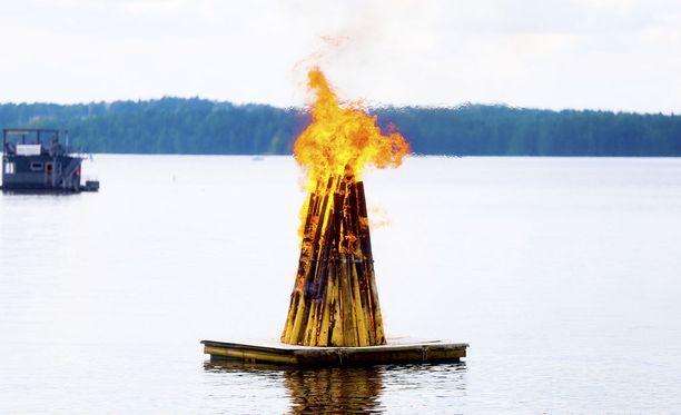 Tällä tavalla asemoitu juhannuskokko ei aiheuta metsäpalon riskiä.