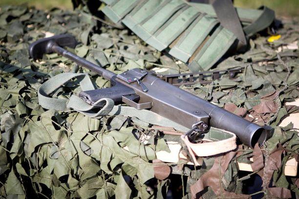 Kranaattipistooli 40 KRPIST 2002 on suunniteltu rakennetun alueen taisteluun. Kevyesti selässä kulkevalla aseella voidaan ampua kranaatti jopa 150 metrin päähän.