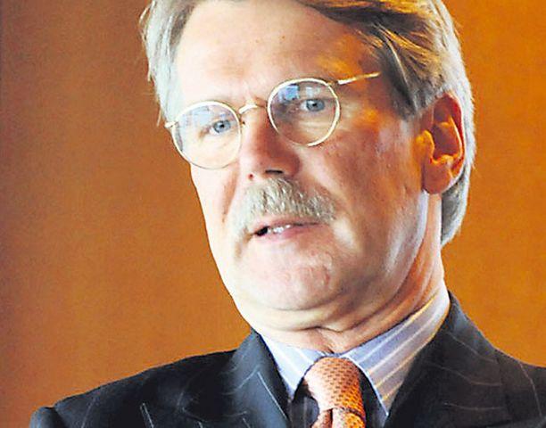Kokoomuksen kummisedäksi on paljastunut RKP:n neuvonantaja, kovan kapitalismin äänitorvena tunnettu miljonääri Björn Wahlroos.