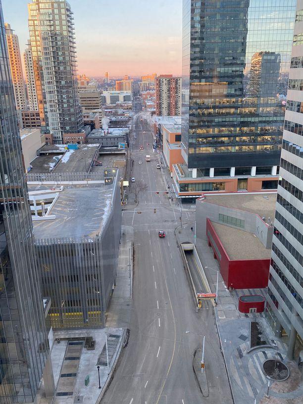 Edmontonin keskusta on tällä hetkellä arkiaamuisin todella hiljainen. Kaupunki on suurimmaksi osaksi suljettu koronaviruksen vuoksi.