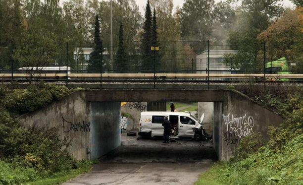 Keskiviikkoaamuna pakettiauto suistui tieltä Itä-Helsingissä.