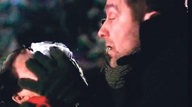 Eero (Teemu Lehtilä) huumasi ja hautasi elävältä raskaana olevan Paulan (Johanna Nurmimaa).