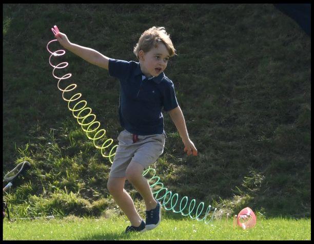 Prinssi Georgen koulutaival on alkanut hyvin.