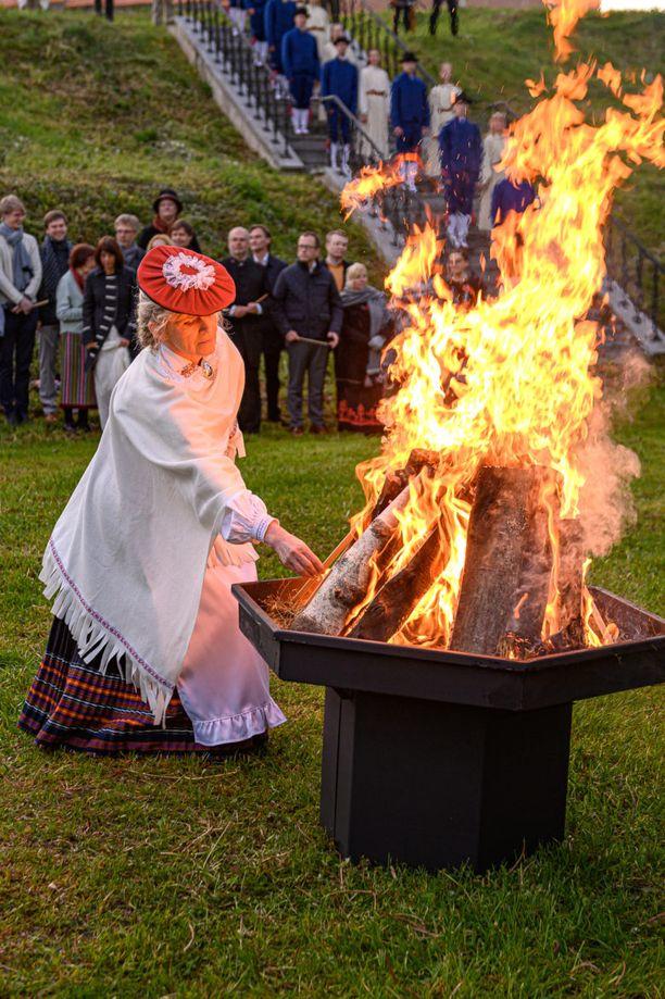 Laulujuhlien pyhän tulen sytyttäminen Tartossa 1. kesäkuuta.