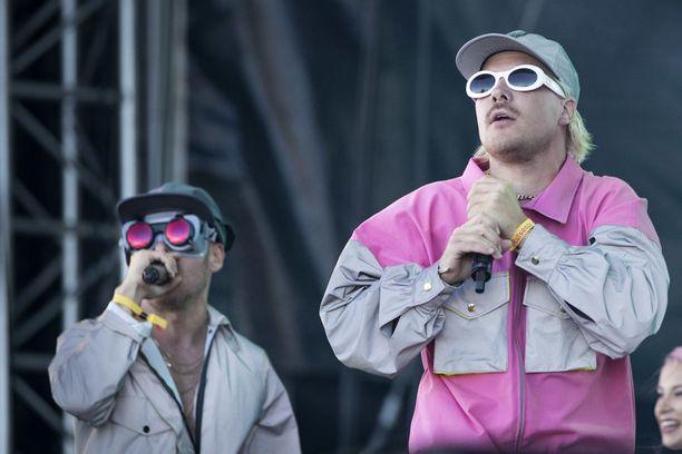 JVG eli VilleGalle ja Jare Joakim Brand esiintyivät lauantaina Ruisrockissa.