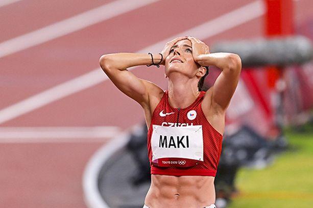 Kristiina Mäki oli onnesta sekaisin upean välieräjuoksun jälkeen. Finaalissa voimat loppuivat.