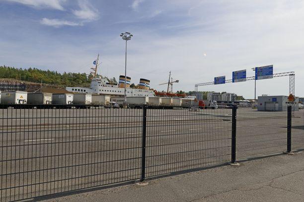 Matka Turun matkustajasatamasta (kuvassa) kaupungin keskustaan vie autolla noin kymmenen minuuttia.