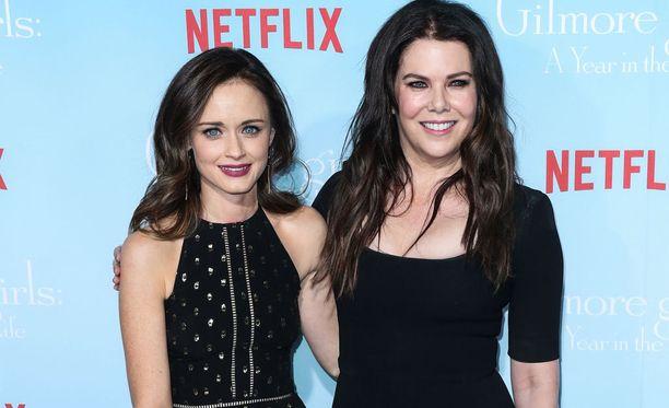 Alexis Bledel palaa sarjassa Roryn saappaisiin ja Lauren Graham tämän äidin Lorelain saappaisiin lähes 10 vuoden tauon jälkeen.