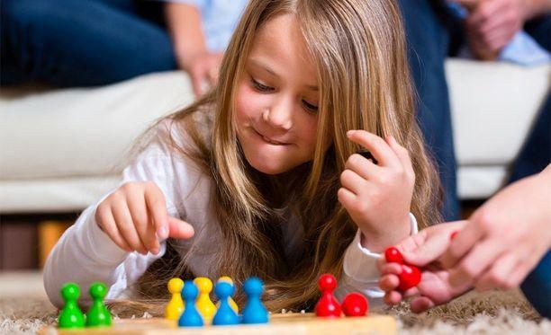 Ylisuojelevuus sekä kaiken tekeminen lapsen puolesta eivät auta hänen kehitystään, vaikka hyvää tarkoittaisitkin.