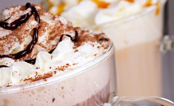 Sokeria nautitaan usein liikaa erityisesti juomien kautta.